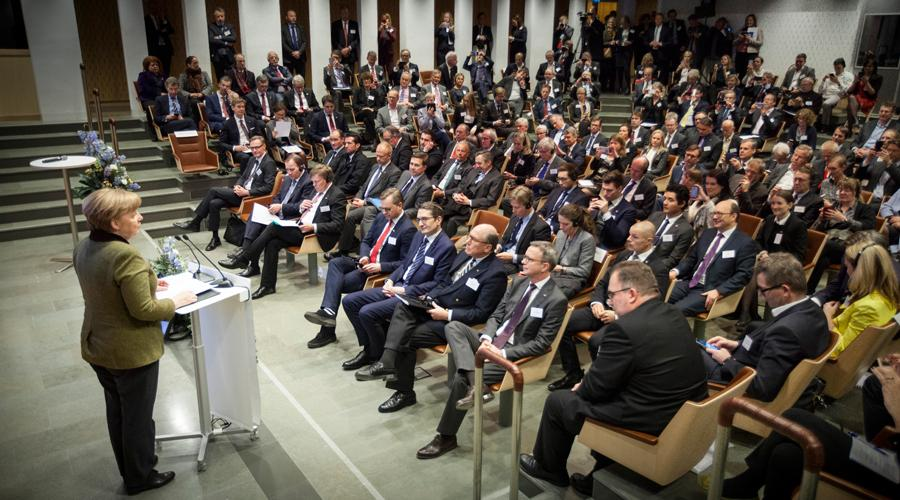 Tysklands förbundskansler Angela Merkel talar i den fullsatta Wallenbergsalen på German Swedish Tech Forum